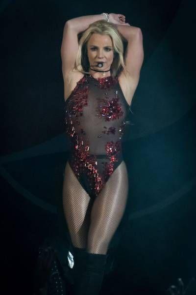 Бритни Спирс всерьез взялась за свою фигуру