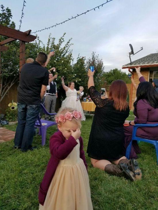Дети на свадьбе родителей