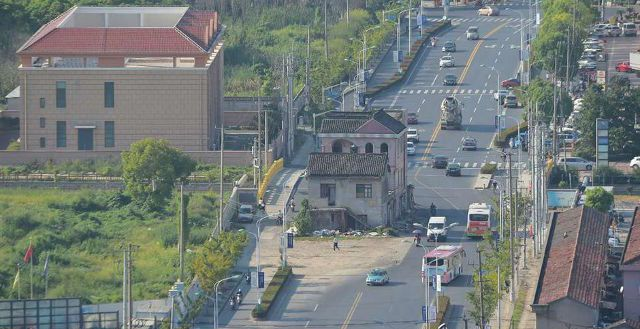 В Шанхае снесли дом