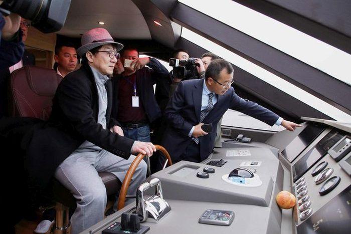 Джеки Чан купил 38-метровую яхту