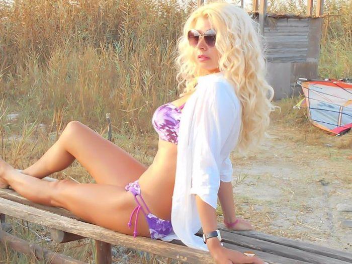 Фото девушек на пляже в купальниках