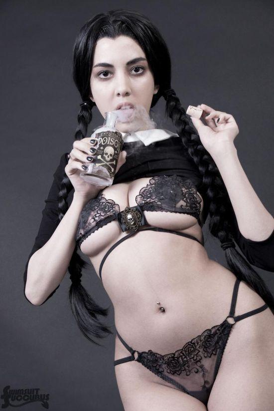 Откровенная косплей фотоссесия девушки