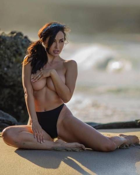 Сексуальные девушки делают фото Underboob