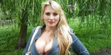 Натуральная блондинка с большой натуральной грудью 8-го размера и глубоким декольте