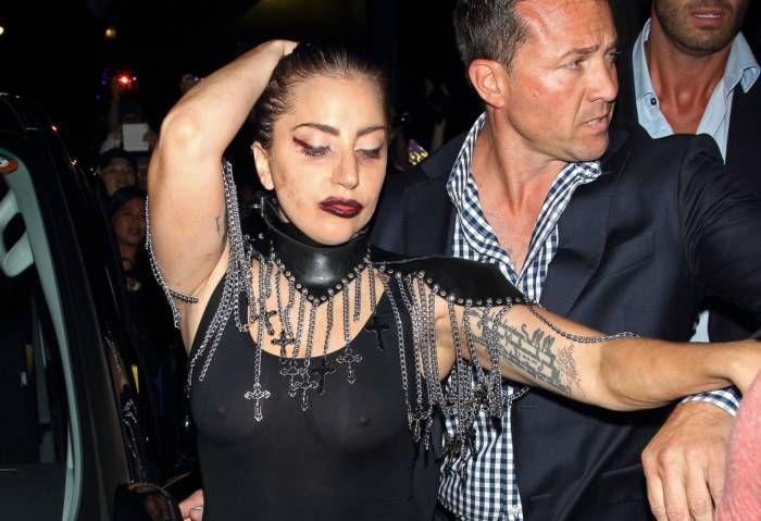 Леди Гага в прозрачном наряде