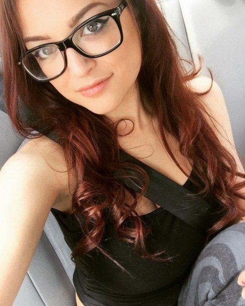 Девушки в очках тоже очень сексуальны