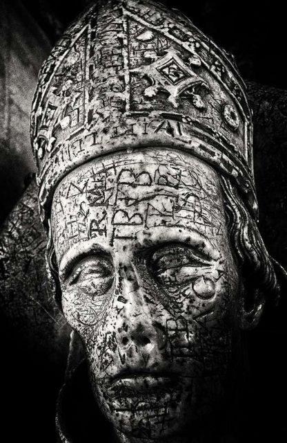 Надгробье английского епископа