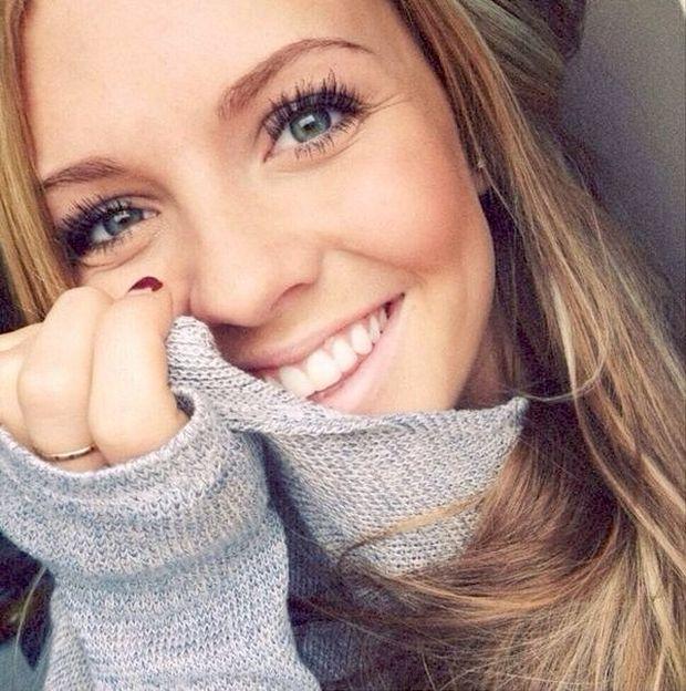 Очаровательные улыбки девушек