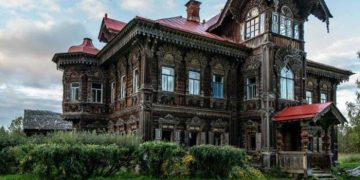 Великолепный дом в заброшенной деревне Погорелово