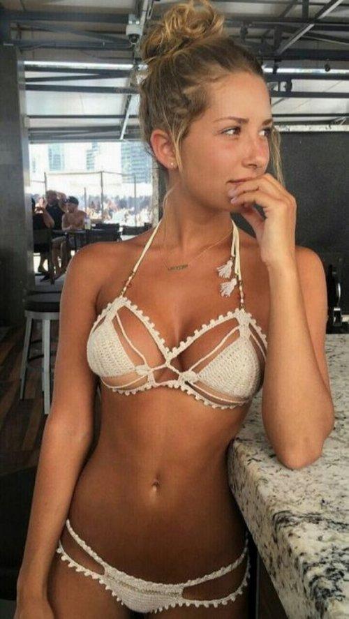 Очаровательные и милые девушки в бикини
