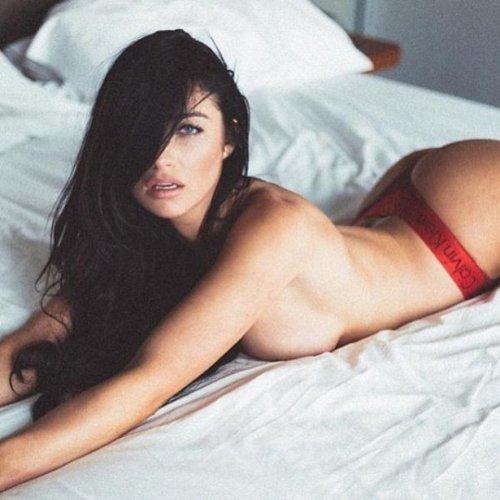 Фото девушек в постели (24 фото)