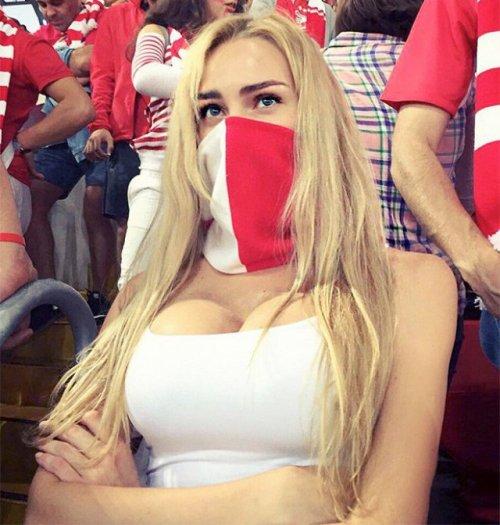 Красивые болельщицы российского футбола (10 фото)