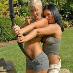 Девушки с луком (25 фото)