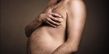 Мужчины с пивными животами в образе беременных мам (3 фото)