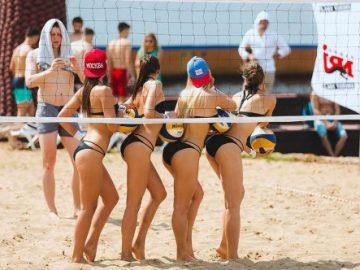 Девушки на пляжном волейболе (17 фото)