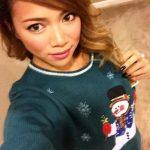 Селфи девушек в рождественских свитерах (24 фото)