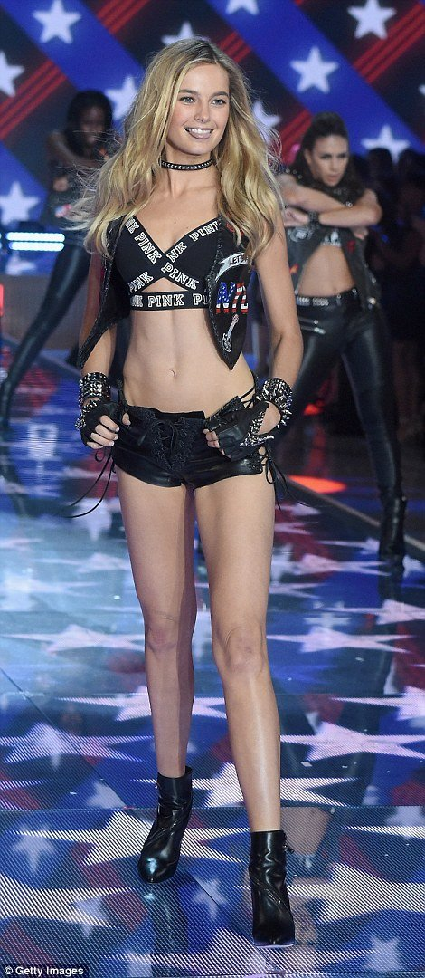 Victoria's Secret Fashion Show 2015 (45 фото)