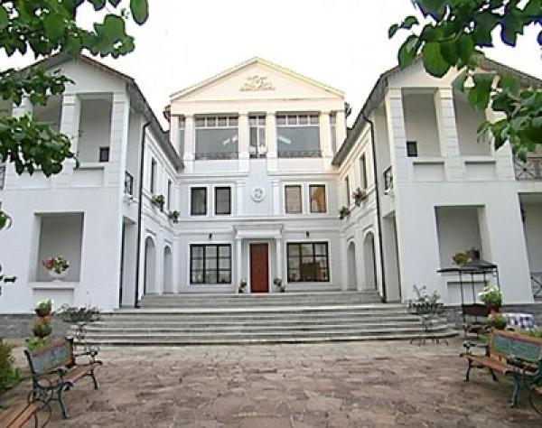 дом расположенного на берегу Истринского водохранилища