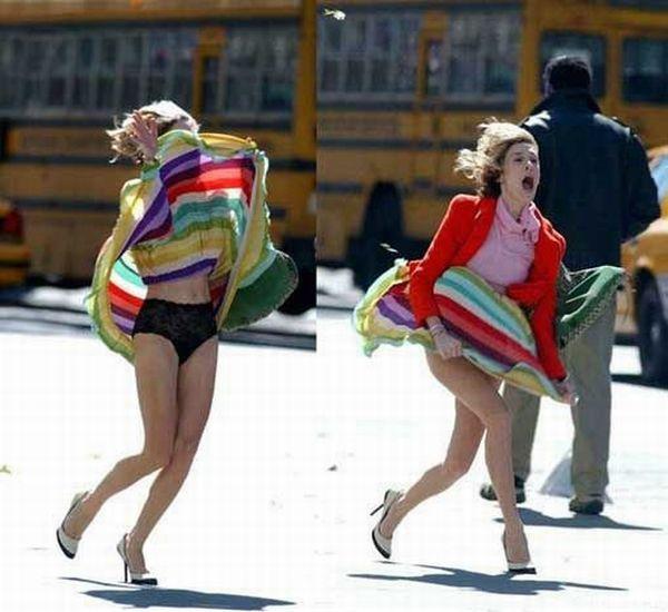 Ветер поднял юбку выше головы девушки, выставив на показ ее кружевные трусики