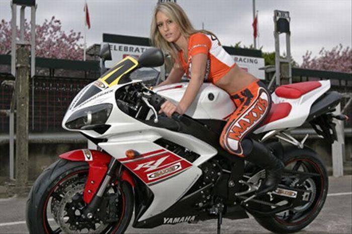 Сексуальные девушки и мотоциклы (25 фото)