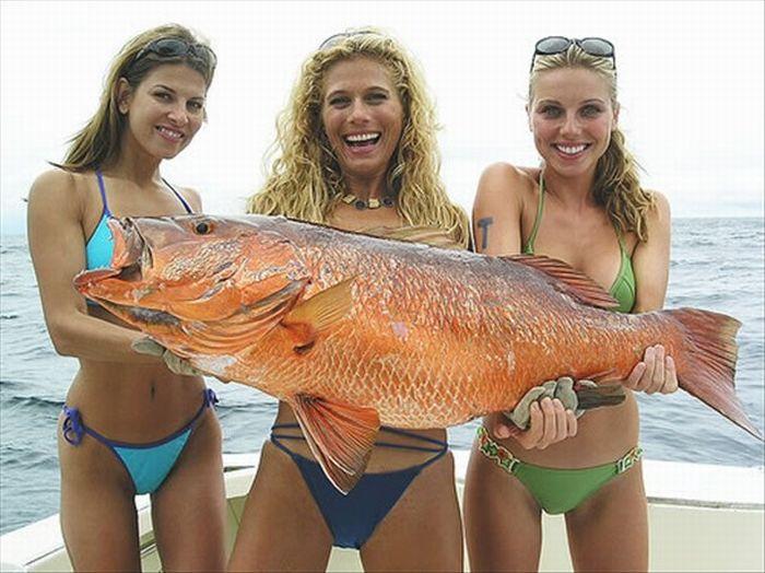 Девушки на рыбалке (25 фото)