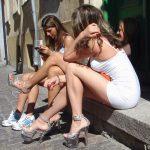 Девушки в мини (100 фото)
