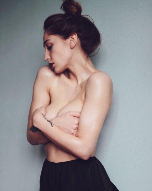 Анастасия Ивлеева снялась топлес для журнала MAXIM (фото)