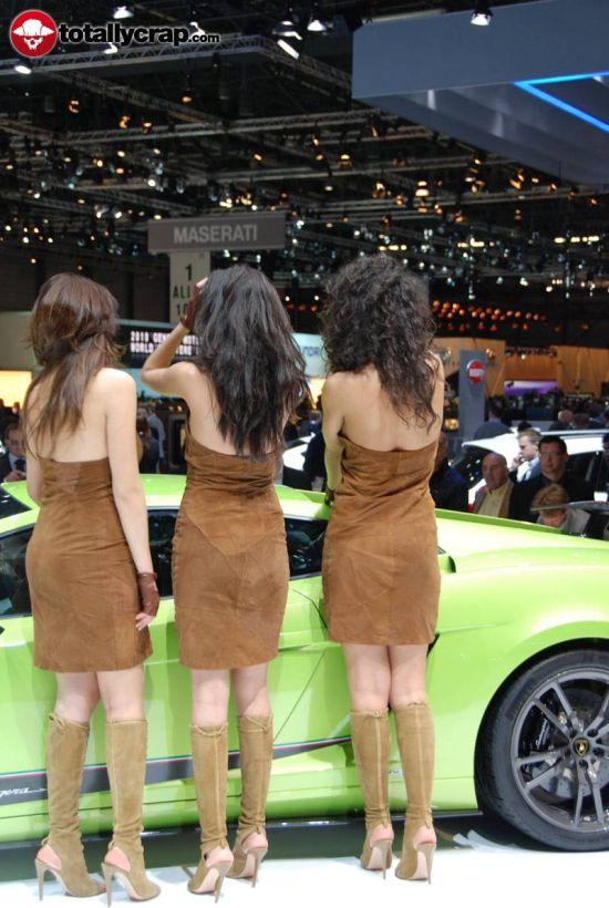 Девушки на автовыставке в Женеве (100 фото)