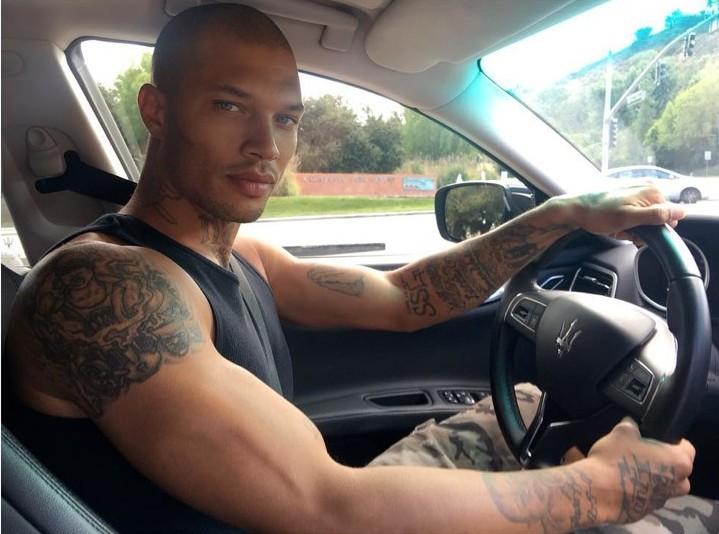 Джереми Микс в авто