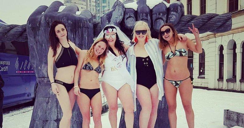 Шторм помешал невесте и её подругам улететь на море и они устроили пляжную вечеринку в снегу (7фото)