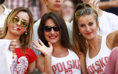 Прекрасные болельщицы на Чемпионате Европы (31 фото)Прекрасные болельщицы на Чемпионате Европы (31 фото)