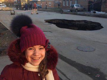 В Таганроге провалился асфальт, положив начало битвы комнатных фотошоперов (10 фото)