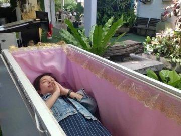 Тайское кафе смерти учит посетителей ценить жизнь (8 фото)