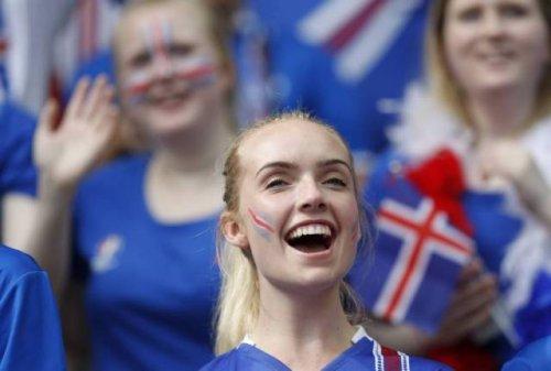 Прекрасные болельщицы на Чемпионате Европы (31 фото)