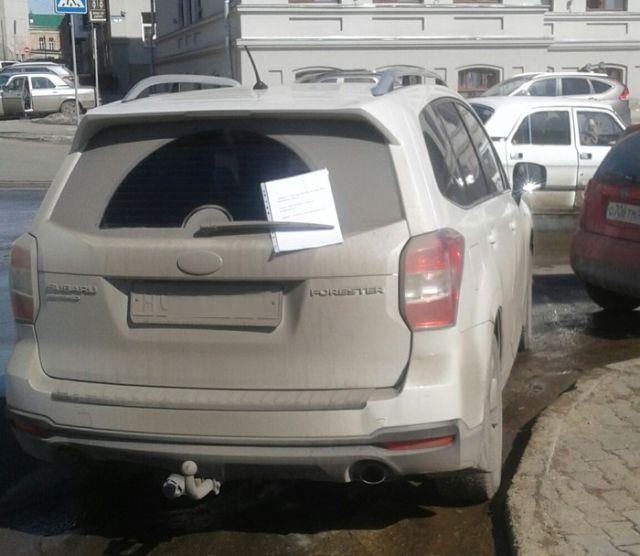 Как указать водителю на то, что он неправильно паркуется (2 фото)
