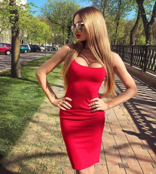 Горячие красотки в обтягивающих платьях (27 фото)