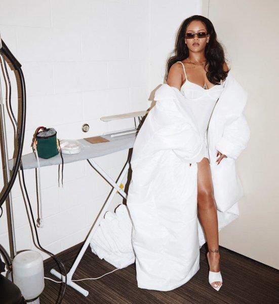 Рианна посетила свою презентацию в эротичном кожаном платье
