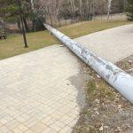 Как не надо прокладывать трубу над пешеходной зоной (3 фото)