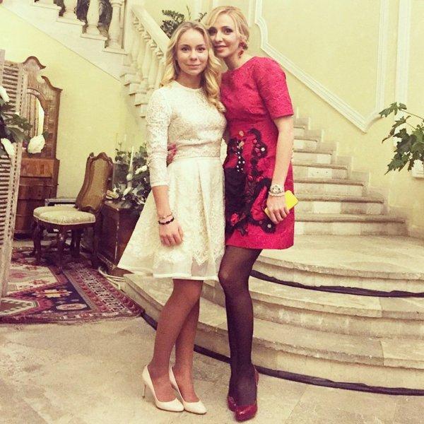Дочь Татьяны Навки исполнила хит Басты «Сансара» на выпускном балу (видео)