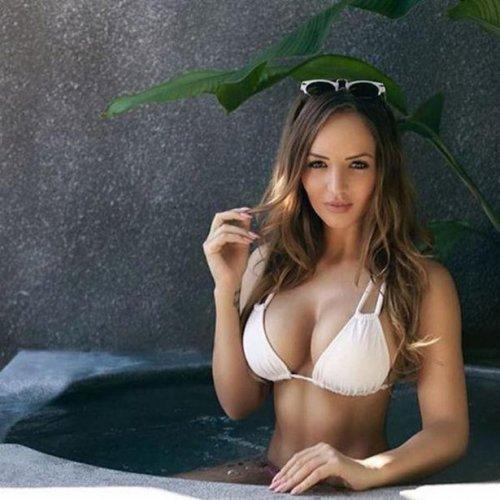 Девушки в бассейне (31 фото)