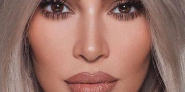Ким Кардашьян выложила свое домашнее фото без макияжа и с детьми