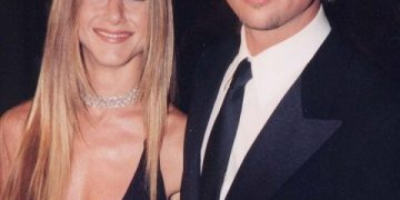 Дженнифер Энистон утверждает, что не беременна от Брэда Питта