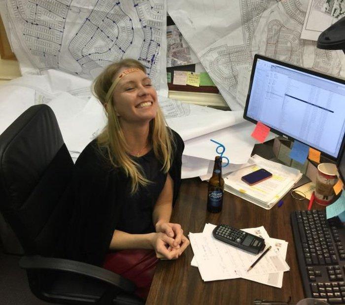 Фото девушек на работе (34 фото)