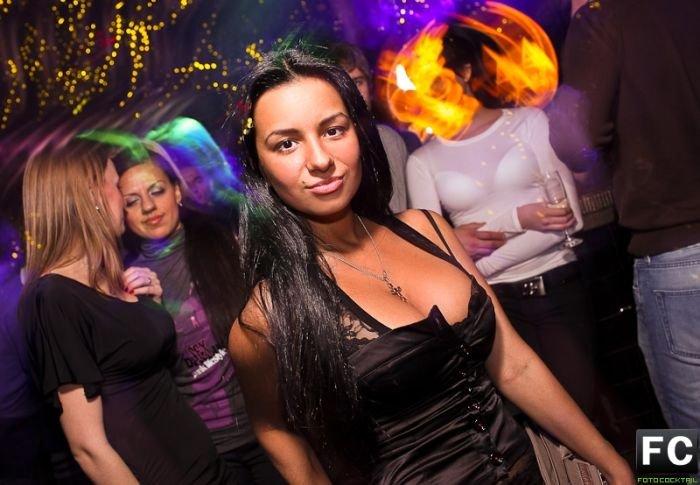 foto-seksi-devushki-v-nochnom-klube