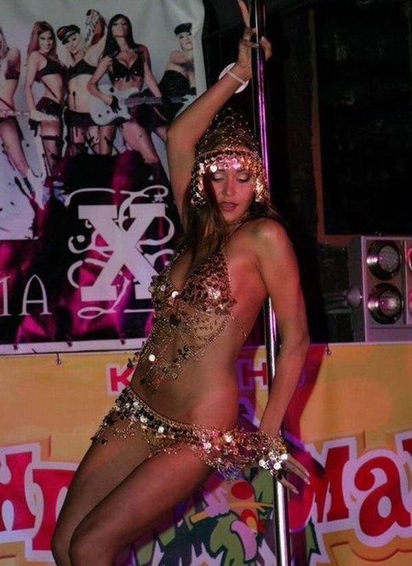 Стриптиз в ночном клубе (60 фото)