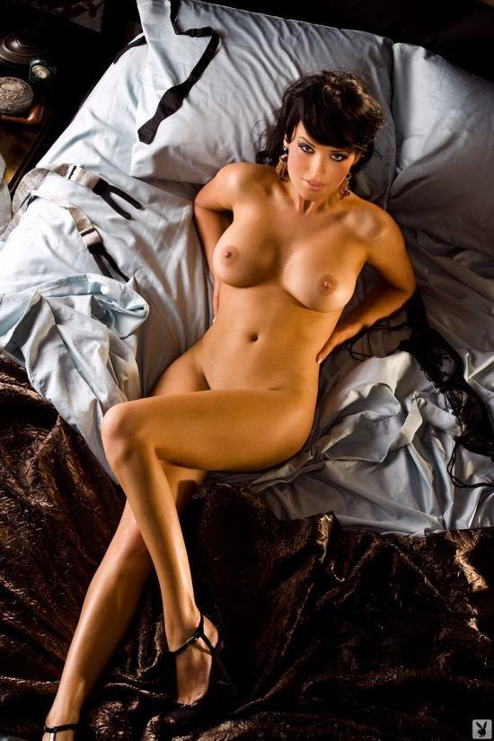 фото девушки звезды голышом доктора
