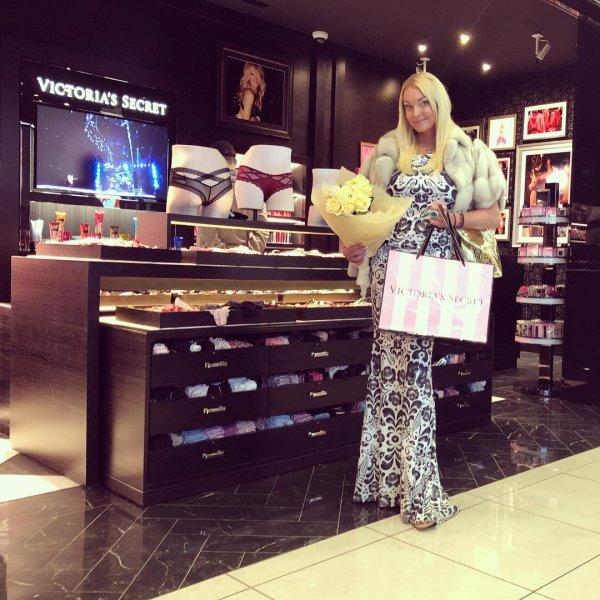 Анастасия Волочкова опять нарвалась на насмешки из-за отсутствия стиля
