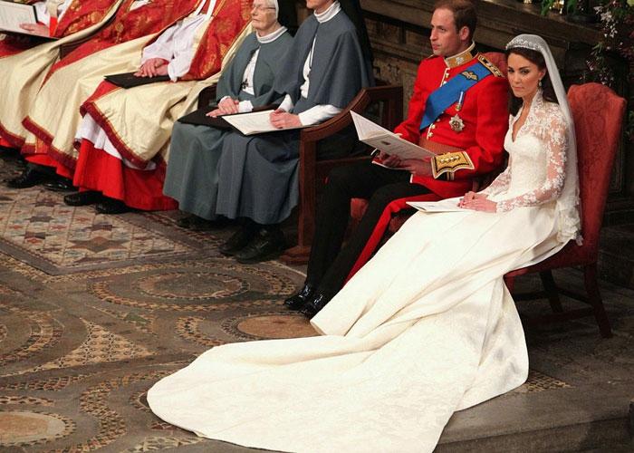 Самые дорогие платья в мире (7 фото)