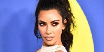 Ким Кардашьян пожаловалась на обострение псориаза