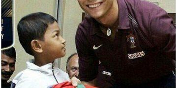 Криштиану Роналду и индонезийский мальчик Мартунис (5 фото)